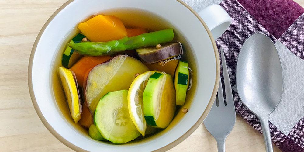 冷たい野菜のサラダスープ